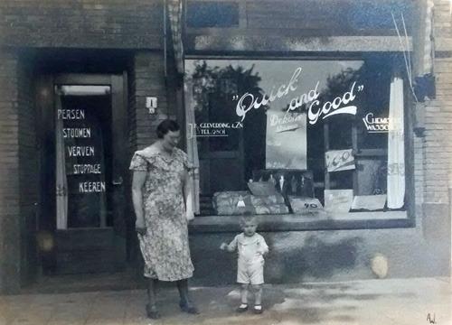 stomerij quick and good in de jaren 30 links go geeverdrink en zoon jan karel geboren in 1932in de winkel stond een grote houten toonbank gemaakt door